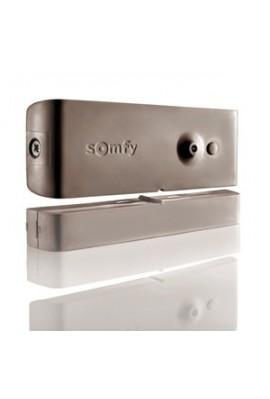 Somfy alarme : détecteur d'ouverture marron (so 2400929) disposé sur une porte, une fenêtre ou une fenêtre de toit, il détecte t